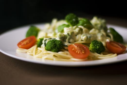 food-dinner-pasta-broccoli